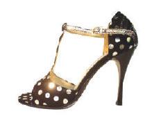 c93da224 Todos nuestros zapatos están pensados, diseñados y confeccionados en forma  artesanal y 100 % a mano, una media docena de personas intervienen en la ...